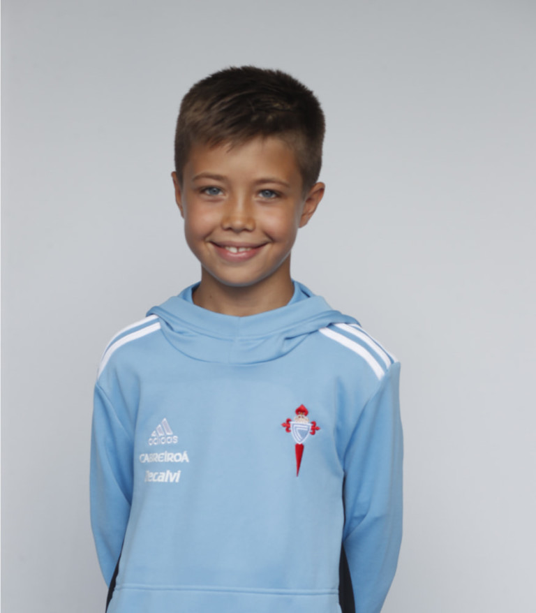 Imágen del jugador Iker Pérez posando