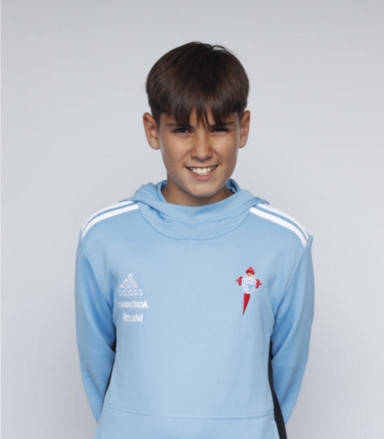 Imágen del jugador Lucas Fernández posando