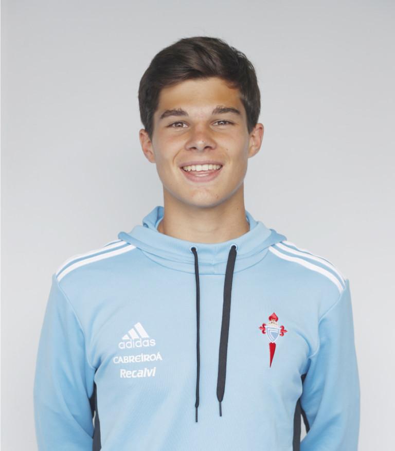 Image of Bruno Rivera player posing