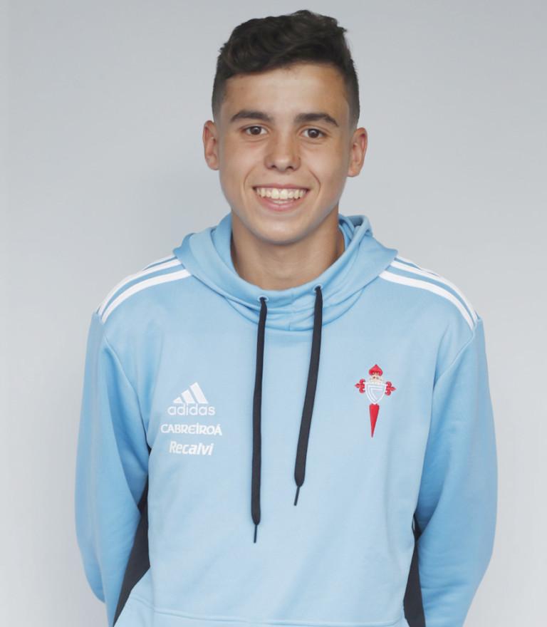 Image of Alex Comparada player posing