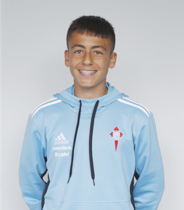 Image of Miguel Fernández player posing