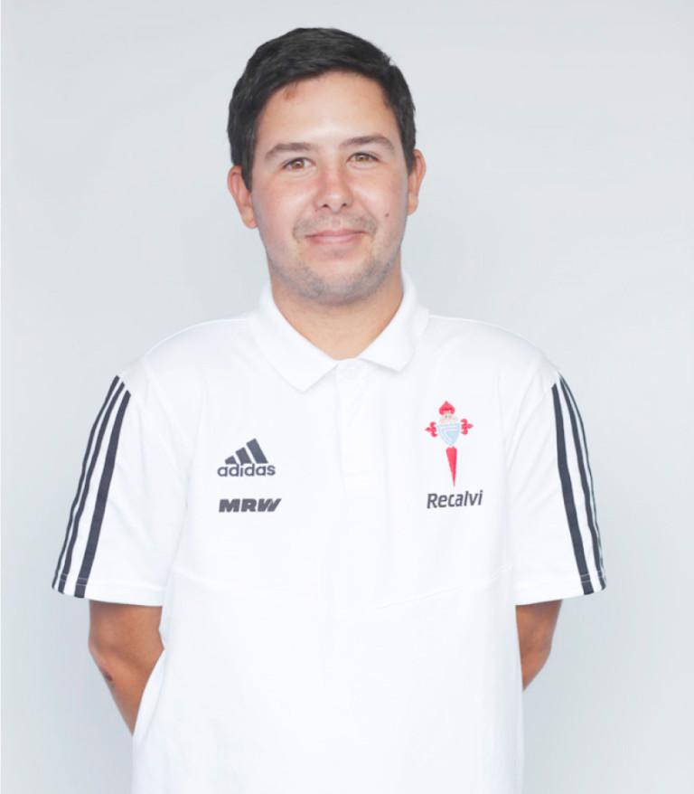 Imágen del jugador Aarón García posando