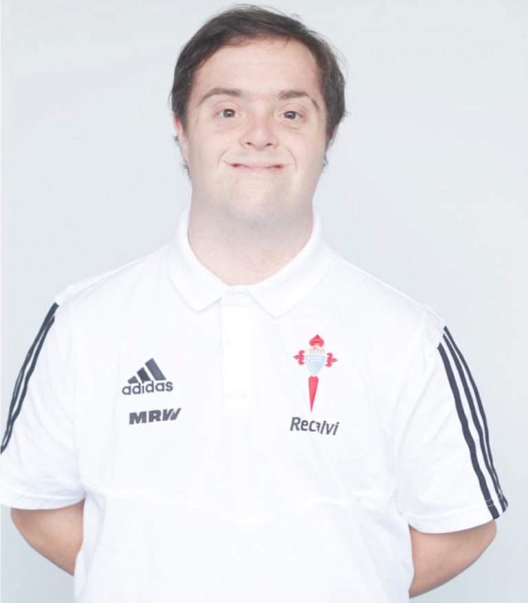 Imágen del jugador Adrián da Cuña posando