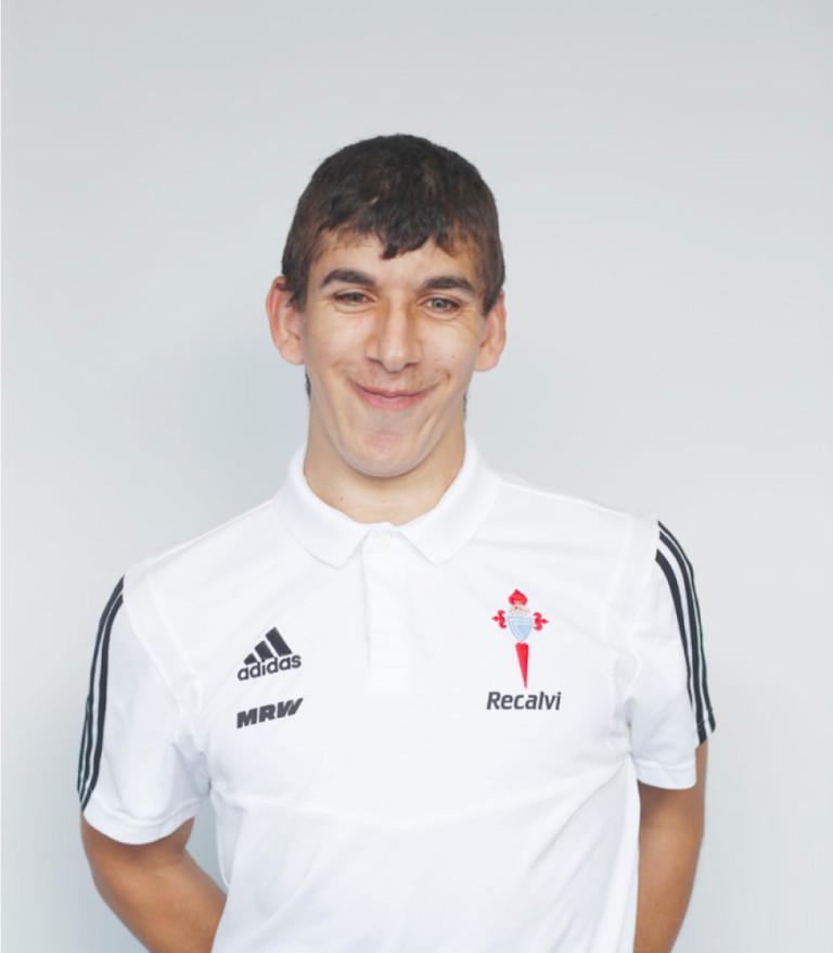 Imágen del jugador Eloy Fernández posando