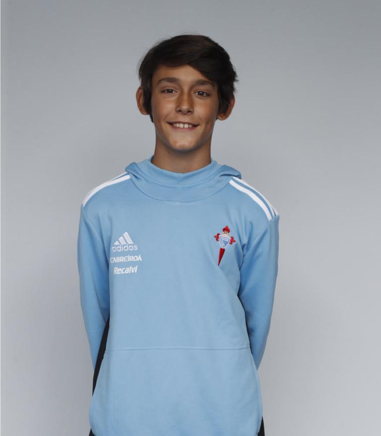 Imágen del jugador Nicolás Oliveira posando